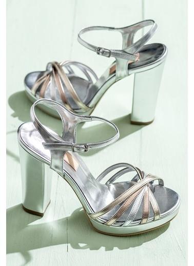 Elle Kalın Topuklu Abiye Ayakkabı Gümüş